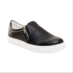 EUC! Steve Madden Elias Sneakers Size 9